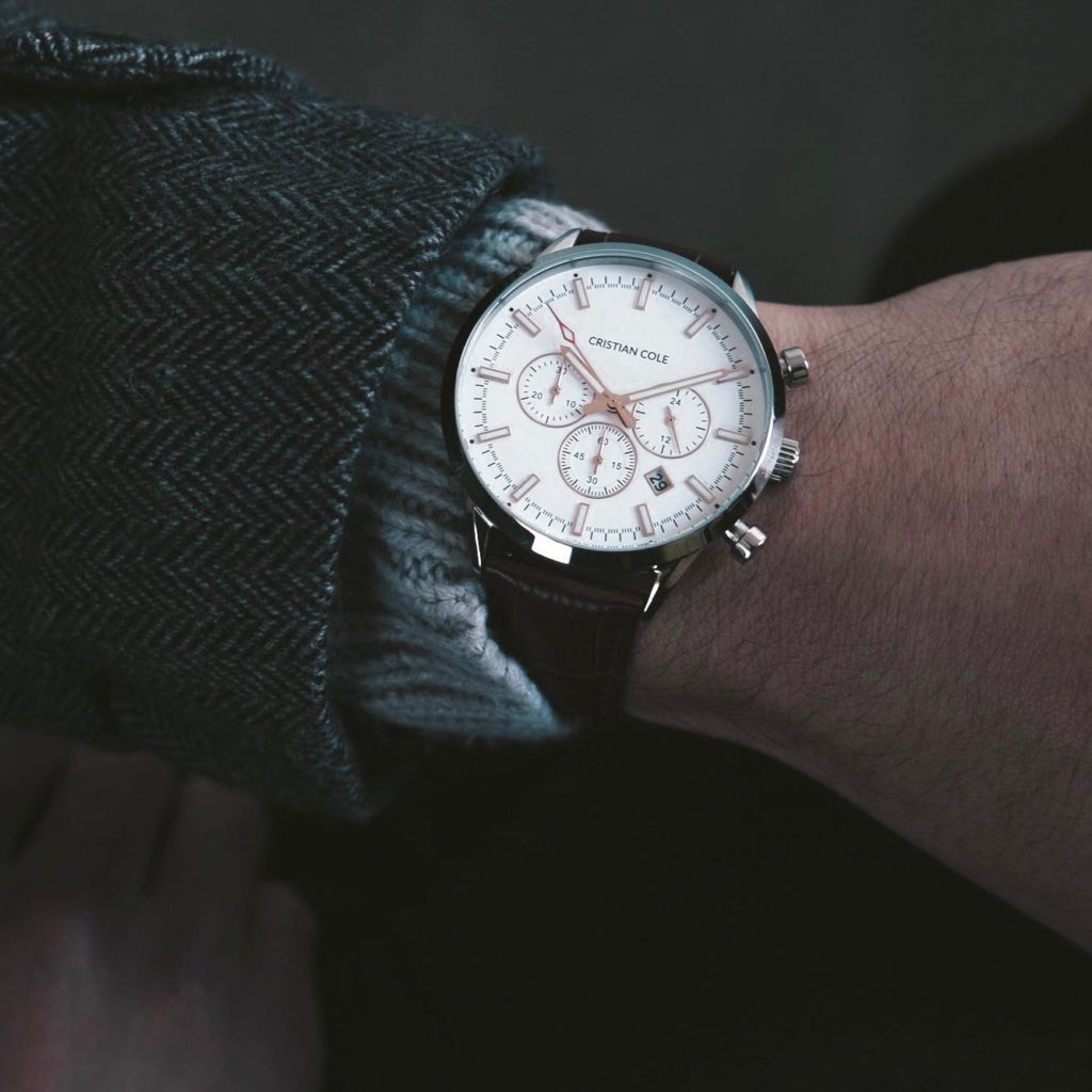 6 Reasons Why Luxury Watches Are Still Better Than Smartwatches